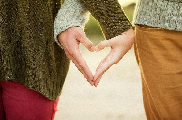 Comment tomber amoureux et créer de l'intimité en 36 questions